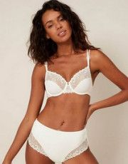 Délice collection is a line of poetic lingerie loaded in emotion