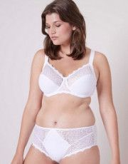 When lingerie becomes Caress. Simone Pérèle Caresse collection offers women a fresh and ultra-soft line of lingerie.
